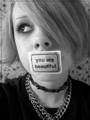 Sois belle et tais-toi !