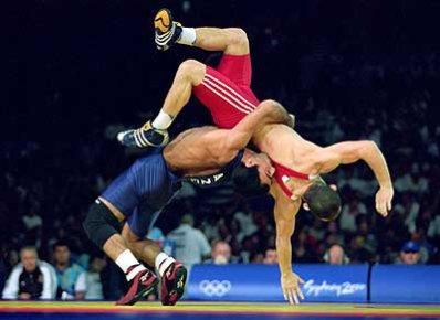 La lutte féminine est aussi une discipline olympique depuis Athènes ...: clubolympiquebayonne.free.fr/modules/pages/index.php?pagenum=12